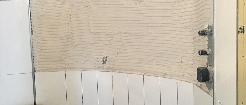 Illustration Douche à l'italienne avec mur arrondi